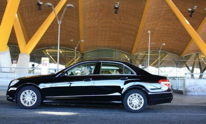 Uber Villalba Aeropuerto - imagen de un taxi uber en el aeropuerto de barajas